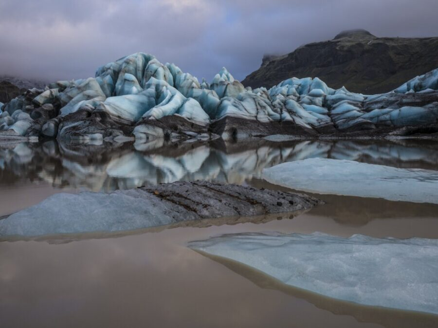 ice floe photograph showing climate change and icebergs melting